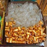 Μπλε μπουκάλια αρώματος γυαλιού Ινδία φτηνή πώληση Στοκ Εικόνα