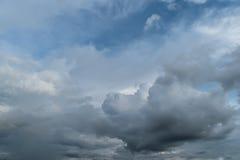 μπλε νεφελώδης ουρανός Στοκ Φωτογραφίες