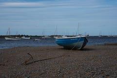 Μπλε ξύλινη προσφορά αλιείας Beached Στοκ Εικόνες