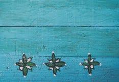 Μπλε ξύλινο υπόβαθρο επιτροπής με τα διακοσμητικά σύνορα Στοκ Εικόνα