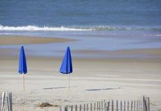 μπλε ομπρέλες Στοκ Εικόνες