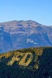 μπλε ουρανός βουνών τοπίω Κάθετη άποψη του βουνού για Στοκ φωτογραφία με δικαίωμα ελεύθερης χρήσης