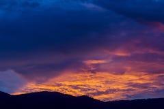 Μπλε ουρανός ηλιοβασιλέματος Στοκ φωτογραφίες με δικαίωμα ελεύθερης χρήσης