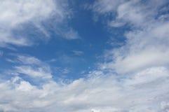 Μπλε ουρανός και άσπρο σύννεφο Στοκ εικόνα με δικαίωμα ελεύθερης χρήσης