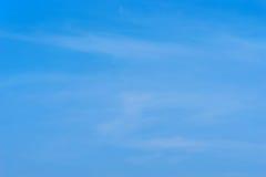 Μπλε ουρανός και μαλακός νεφελώδης για το υπόβαθρο Στοκ εικόνες με δικαίωμα ελεύθερης χρήσης