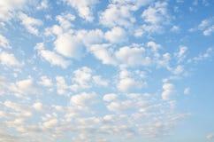 Μπλε ουρανός και ουρανός σύννεφων Στοκ Εικόνα