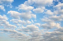 Μπλε ουρανός και ουρανός σύννεφων Στοκ Φωτογραφία