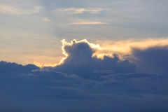 Μπλε ουρανός και σύννεφα ηλιοβασιλέματος Στοκ Εικόνες