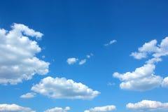 Μπλε ουρανός και σύννεφα Στοκ εικόνα με δικαίωμα ελεύθερης χρήσης