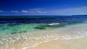 Μπλε ουρανός και ωκεάνια κύματα απόθεμα βίντεο