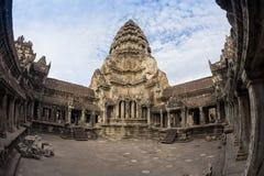 Μπλε ουρανός κοντά στην είσοδο στον αρχαίο ναό Preah Khan σε Angkor η Καμπότζη συγκεντρώνει siem Στοκ φωτογραφία με δικαίωμα ελεύθερης χρήσης