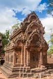 Μπλε ουρανός κοντά στην είσοδο στον αρχαίο ναό Preah Khan σε Angkor η Καμπότζη συγκεντρώνει siem Στοκ Φωτογραφία