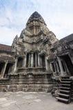 Μπλε ουρανός κοντά στην είσοδο στον αρχαίο ναό Preah Khan σε Angkor η Καμπότζη συγκεντρώνει siem Στοκ Εικόνες