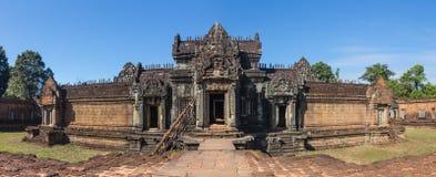 Μπλε ουρανός κοντά στην είσοδο στον αρχαίο ναό Preah Khan σε Angkor η Καμπότζη συγκεντρώνει siem Στοκ Εικόνα