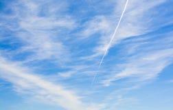 Μπλε ουρανός με λίγα σύννεφα Στοκ εικόνες με δικαίωμα ελεύθερης χρήσης
