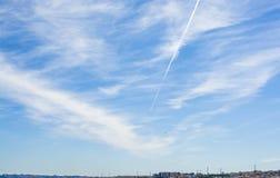 Μπλε ουρανός με λίγα σύννεφα Στοκ Εικόνα