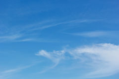 Μπλε ουρανός με cirrus coulds Στοκ φωτογραφίες με δικαίωμα ελεύθερης χρήσης