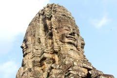 Μπλε ουρανός ναών Bayon δύο προσώπων, Angkor Thom, Καμπότζη Στοκ Εικόνα