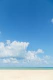 μπλε ουρανός παραλιών έννοια για το θερινό όμορφο ουρανό, αφίσα, BA Στοκ φωτογραφίες με δικαίωμα ελεύθερης χρήσης