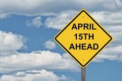 Μπλε ουρανός σημαδιών προσοχής - 15 Απριλίου μπροστά Στοκ Εικόνα
