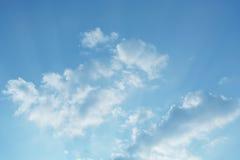 Μπλε ουρανός στην ημέρα σύννεφων Στοκ εικόνα με δικαίωμα ελεύθερης χρήσης