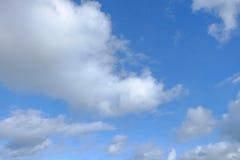 μπλε ουρανός σύννεφων ανα Στοκ φωτογραφία με δικαίωμα ελεύθερης χρήσης
