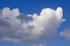 μπλε ουρανός σύννεφων κιν& στοκ εικόνα με δικαίωμα ελεύθερης χρήσης