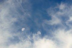 μπλε ουρανός φεγγαριών Στοκ Εικόνες