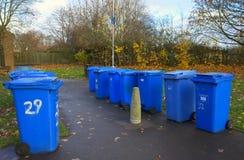 Μπλε δοχεία Wheelie για την ανακύκλωση Στοκ Φωτογραφίες