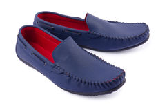Μπλε παπούτσια δέρματος για το άτομο που απομονώνεται σε ένα λευκό Στοκ εικόνα με δικαίωμα ελεύθερης χρήσης