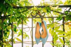 Μπλε παπούτσια της νύφης Στοκ εικόνα με δικαίωμα ελεύθερης χρήσης