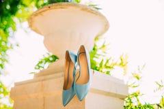 Μπλε παπούτσια της νύφης Στοκ Φωτογραφίες