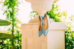 Μπλε παπούτσια της νύφης Στοκ Εικόνες