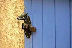 Μπλε παραθυρόφυλλο στοκ φωτογραφίες