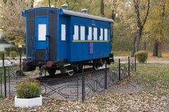 Μπλε παλαιά μεταφορά σιδηροδρόμων Στοκ Φωτογραφίες