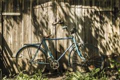 μπλε παλαιός ποδηλάτων Στοκ φωτογραφία με δικαίωμα ελεύθερης χρήσης