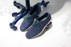 Μπλε περιστασιακά παπούτσια σουέτ Στοκ Εικόνα