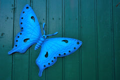 Μπλε πεταλούδα στο μέταλλο Στοκ εικόνα με δικαίωμα ελεύθερης χρήσης