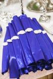 Μπλε πετσέτες για την εξυπηρέτηση Στοκ Εικόνες