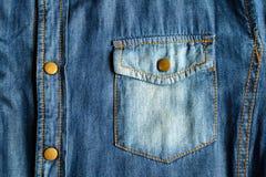 Μπλε πουκάμισο Jean με την τσέπη Στοκ φωτογραφία με δικαίωμα ελεύθερης χρήσης
