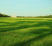 μπλε πράσινος ουρανός χλόης Στοκ φωτογραφία με δικαίωμα ελεύθερης χρήσης