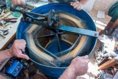 Μπλε πρακτικός φυγοκεντρικός εξολκέας με τη χτένα μελιού στοκ φωτογραφία με δικαίωμα ελεύθερης χρήσης
