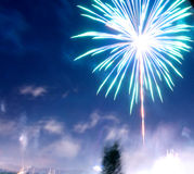 μπλε πυροτέχνημα στοκ φωτογραφία με δικαίωμα ελεύθερης χρήσης