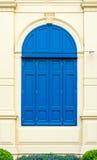 Μπλε πόρτα με το ρωμαϊκό ύφος στο μεγάλο παλάτι Ταϊλάνδη Στοκ Εικόνα