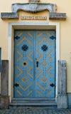 Μπλε πόρτα μουσείων Στοκ εικόνα με δικαίωμα ελεύθερης χρήσης