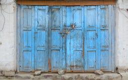 μπλε πόρτα ξύλινη Στοκ εικόνα με δικαίωμα ελεύθερης χρήσης