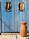 Μπλε πόρτα στο παλαιό Μεξικό Στοκ Εικόνες
