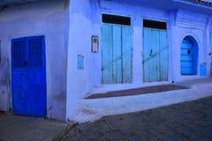 Μπλε πόρτες σε Chaouen Μαρόκο Στοκ εικόνες με δικαίωμα ελεύθερης χρήσης