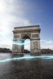 Μπλε ράβδωση των φω'των Arc de Triomphe Στοκ Εικόνες