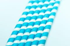 Μπλε ριγωτά άχυρα μωρών στοκ εικόνες
